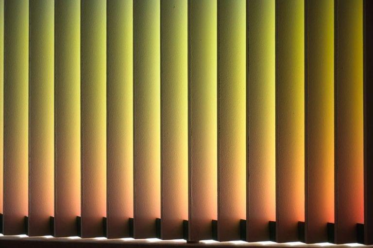 belyyenochi 2018 194cm x 114cm x 10cm Insitu, Acryl auf Holz, Tageslicht und Leuchtstoffröhre